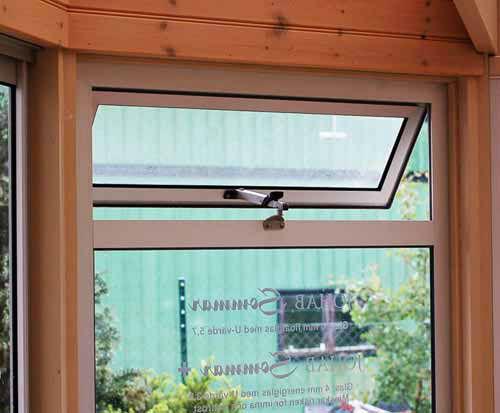 Fasta fönster med vädringslucka